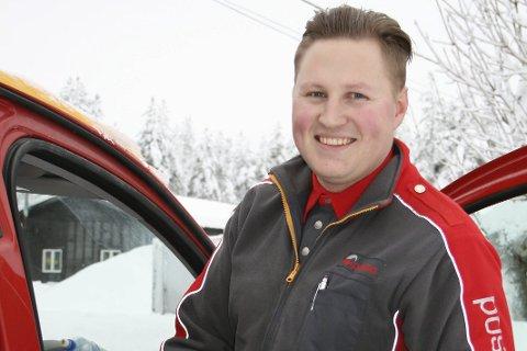 SERVICEINNSTILT: Stig Solberg Hvila er glad i jobben sin og yter det lille ekstra for at kundene alltid skal være fornøyde.