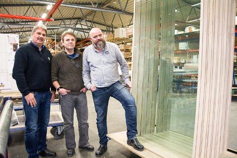 FRAMTIDSTRO: CEO Sven Egil Kalvatn (t.v.),  produksjonsleder Bent Olafsen og ordre- og salgsleder Odd Georg Hansen.