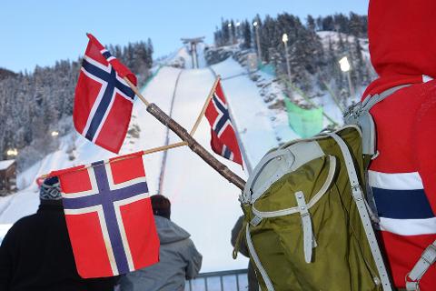 UTSETTER BILLETTSALGET: SKiflyingsarrangøren i Vikersund legger billettsalget på vent og satser på at en omkamp i 12. time skal redde arrangementet i mars neste år.