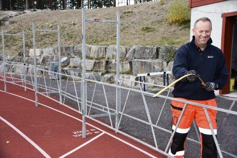 RIGGER TIL: Svein Fossen har som leder i arrangementskomiteen for Furumomila god nytte av sin bakgrunn som                           byggeleder i Statens vegvesen. Der er brubygging spesialiteten. I Furumomila håndterer han hundre frivillige medarbeidere. – Av de ca. 200 medlemmene i Modum FIK er halvparten med på arrangementet. De legger ned en                               imponerende innsats, sier den nye Furumo-generalen.