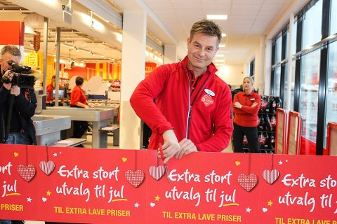 SNORKLIPP: Espen Lund klipper snora til Extra Vikersund 23. november 2017.