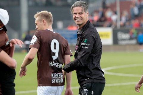 PÅ FLYTTEFOT: Vegard Hansen blir «blir helbrun». MIF_treneren har kjøpt leilighet på Mjøndalen stadion og selger huseti Vikersund.