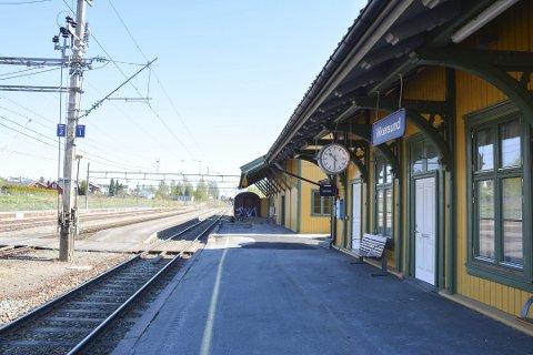 LANGT FRAM: Svaret til samferdelsminister Jon Georg Dale (Frp) gir ikke mye håp om lokaltogtrafikk på Randsfjordbanen på mange år.