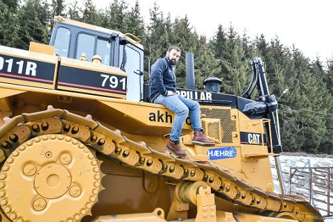 STÅR PÅ: Lars Hæhre og hans kolleger er godt i gang med byggingen av ny E6 ved Hamar.