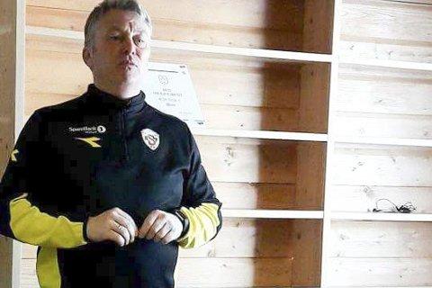 «MR. GREEN»: Lars Green fikk takk av futsalguttene han trener.