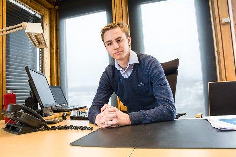 RÅDMANN: Herman Laupet (15) fra Vikersund er best i landet på kommunespillet Snasen og ble invitert til å være rådmann for en dag.