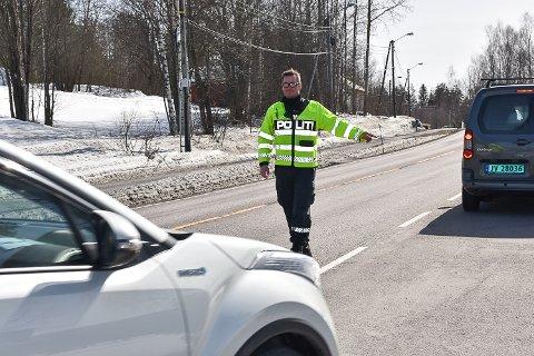 LASERKONTROLL: Lørdag kveld mistet nok en bilfører førerkortet etter å ha kjørt for fort på rv. 35 i Vikersund.