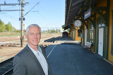 OTPIMIST: Ståle Versland er fornøyd med signalene fra nabokommunene og har tro på at de skal klare å påvirke fylket til å satse på persontrafikk på Randsfjordbanen.