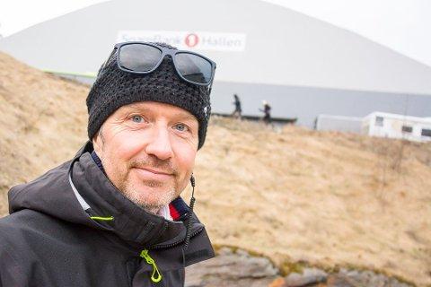 OVERRASKET: Terje Lund i Norges Skiforbund ble tatt på senga da tre av fire Raw Air-bakker mangler sertifisering.