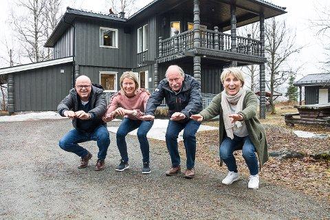 TRIMFILMER: Eivind Kopland hadde ideen, mens Mari Albjerk, Johan Kaggestad og Jorunn Killingstad har medvirket. Her med knebøy.