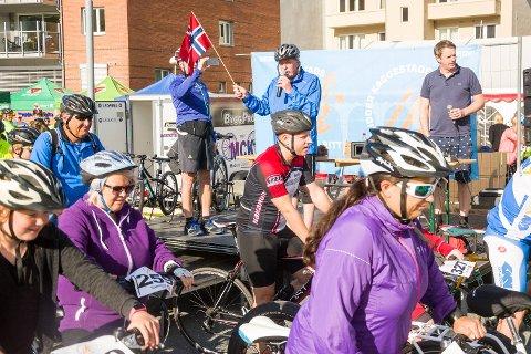 STARTSKUDDET: Ridder Kaggestads sykkelritt ble arrangert første gang i 2017. Arrangørene trenger støtte for at rittet skal kunne fortsette.