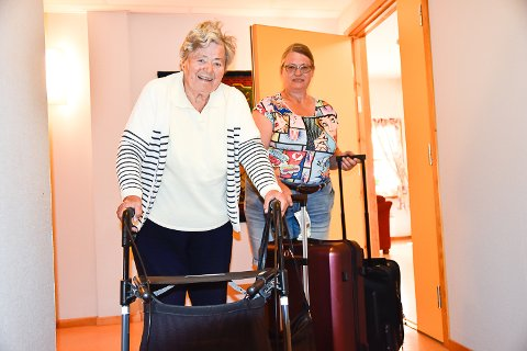 PÅ FLYTTEFOT: Lise Wold Kleven hjalp moren Gerd med flyttesjauen fra Furulund bofellesskap til nye Modumheimen tirsdag.