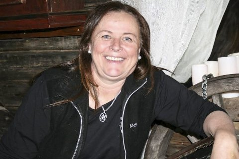 TRENGER HJELP: Mona Olsen på Haglebu Fjellstue har søkt etter ekstrahjelp i over ett år uten å få napp.