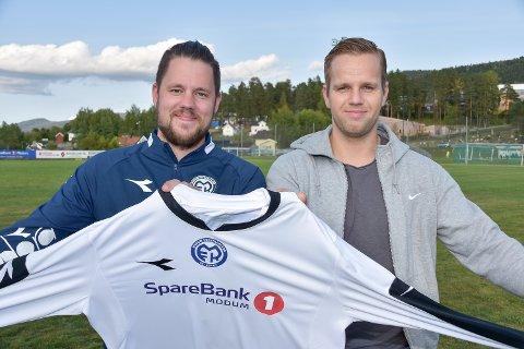 SMFK-trener Stein Ellingsen med nysigneringen Jan Hugo Simonsen fra Vestfossen IF.