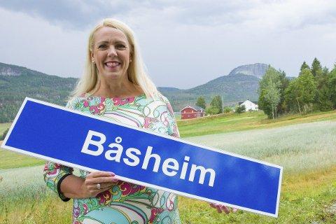 NESTEN HELE LIVET: Helen Nymoen Brennhaugen har bodd med Andersnatten som nabo nesten hele livet og stortrives i Båseroa.