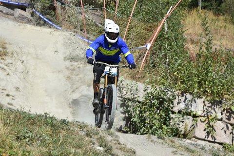 UHELDIG: For Bård Stærkebye Petteren ble NM Downhill en nedtur etter å ha gått hodestups i bakken i det tekniske partiet.