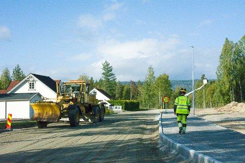SNART FERDIG: Denne uka er det asfaltarbeider i Badeveien.