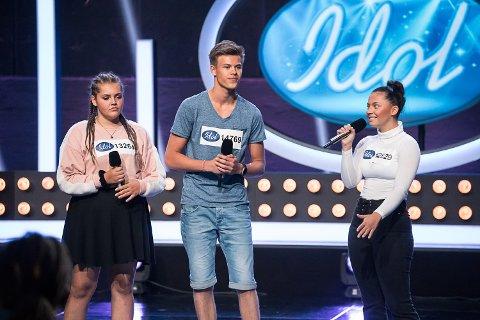 UTE: Viljar Røysi (midten) ble i går sendt ut av Idol, men beskriver opplevelsen av sangkonkurransen som et eventyr.