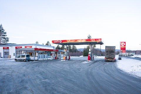 BLIR HELAUTOMATISK: Butikken på bensinstasjonen på Sysle legges ned. Pumpene og vaskehallen beholdes, men blir helt selvbetjente.