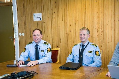 FÆRRE RESSURSER: Terje Hoch-Nielsen og Kjell Magne Tvenge fra Hønefoss politistasjonsdistrikt innrømmer at de har færre ressurser nå.