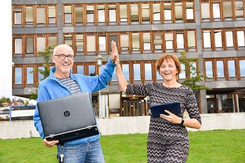 FLERE PÅ NETT:  IT-sjef Håvard Orsten og Rådmann Aud Norunn Strand er godt fornøyd med å ha fått penger til mer bredbåndutbygging.