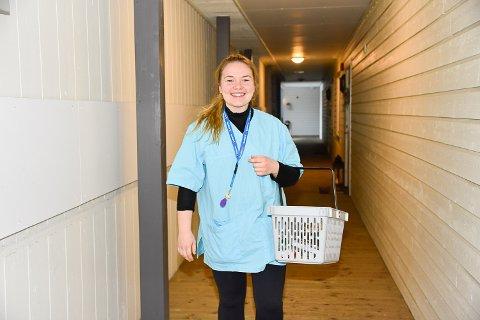 TRAVELT: Maylen Reiersøl Dahl har flere ganger tenkt på at det er andre yrker som ikke har fullt så stressende hverdager, men føler likevel at sykepleier yrket er midt i blinken.