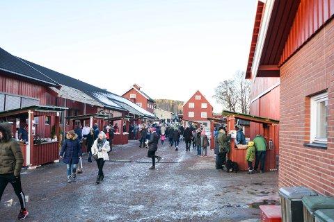AVLYST: Julemarkedet på Buskerud gård har gjerne hatt mellom 3.000 og 4.000 besøkende, men i år blir det ikke noe marked. Bildet er fra 2016.