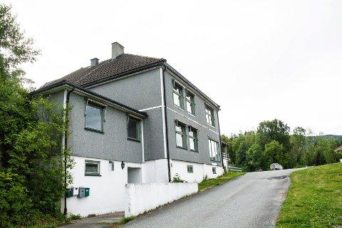 NESTEGÅRDEN: Fylkesmannen er ikke overbegeistret for planene om 10 boenheter på Nestegården, men går ikke imot planene.