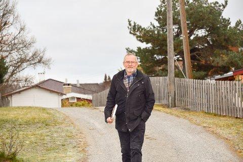 SKYTTELTRAFIKK : I det siste har Vidar Brekke hatt mange turer i nabolaget for å levere tilbake bilder og album han har fått låne til arbeidet. Nå kan han endelig vise frem resultatet til de som har bidratt.