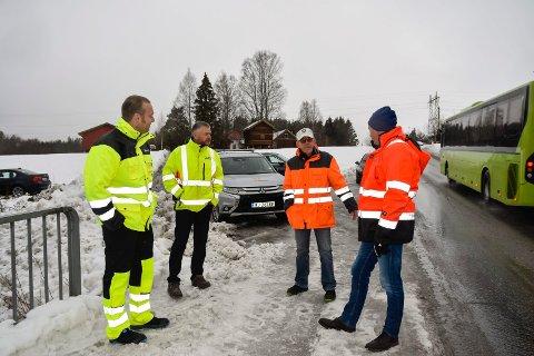 BEFARING: I november var representanter fra Modum kommune og Statens Vegvesen på befaring i Badeveien.
