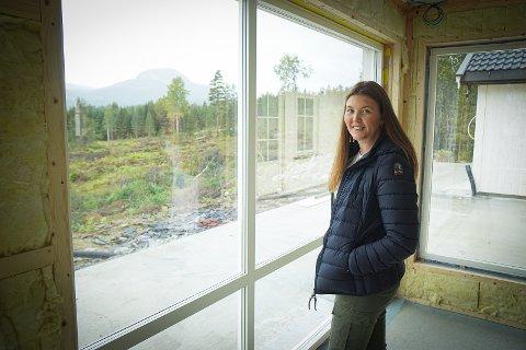 NYTT HUS: Karoline Engen (22) håper hun og kjæresten Tore Kodalen Temte kan feire jul i nytt hus i Båsheim.