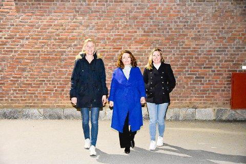 GÅR FOR BRAKKELØSNING: Astrid Nagelhus Lund, Tonje Åhlander Strande og Kristin Loe fra FAU ved Hokksund skole vil at barnas beste skal være i fokus når det skal avgjøres hvor elevene skal ha midlertidige undervisningslokaler.