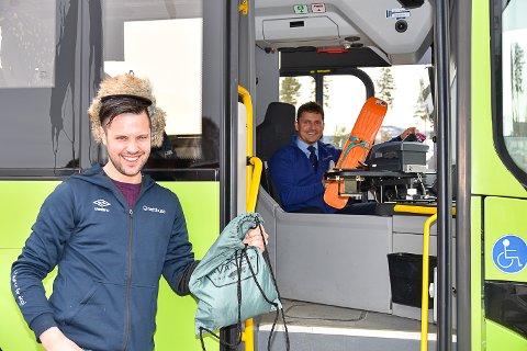 HITTEGODS: Ole Ringerud jr. og Oddbjørn Hansen har funnet mye rart på bussen opp igjennom årene.