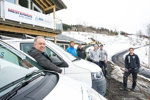 GÅTT INN I KJEDE: EBA Service har gått inn i Mesterhus. Nils Berg, Christoffer Berg, Jon Tore Rykkje, Joachim Aaby, Christian Berg og Fredrik Svae er de seks som jobber i firmaet.