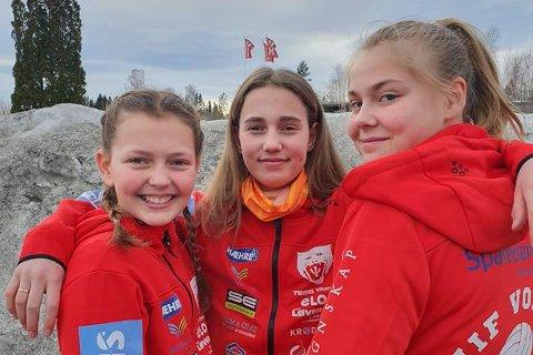 SPILLER MOT GUTTA: Mari Grøterud, Nora Helen Ringdal og Signe Drolsum spiller både med og mot gutter i volleyball-NM denne helgen.