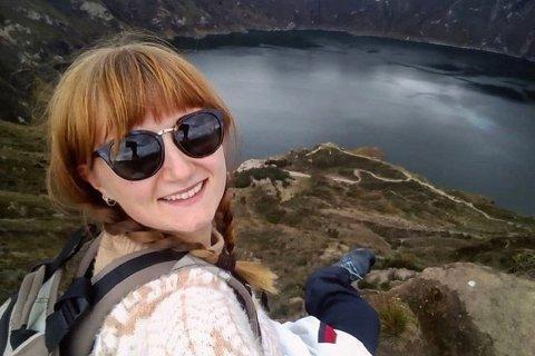 TRIVDES: Ingvild Bekkeseth kom nettopp hjem etter å ha vært på reisefot siden august. Her ved innsjøen Quilotoa.