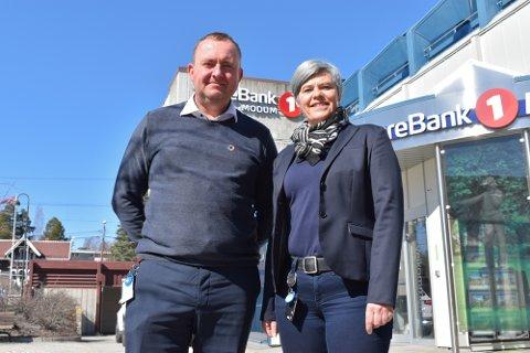 Espen Tangerud og Anne Leversby i Sparebank1 Modum.