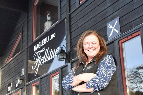 PÅSKELUNSJ: Mona Olsen venter storinnrykk til påskelunsjen på Haglebu.