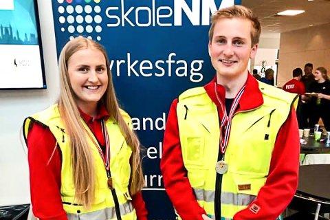 SØLVMEDALJE: Fredrik Marken fra Eggedal og makker Kristine Østensen fikk sølv i skole-NM i ambulansefag