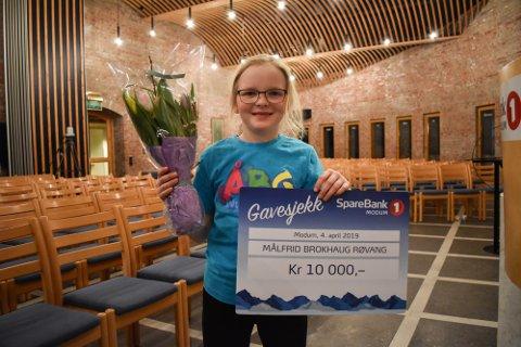 KRIMFORFATTER: Målfrid Brokhaug Røvang (9) er veldig glad for å kunne realisere drømmen sin.