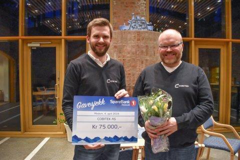 BLIDE GRÜNDERE: Stig Hølen og Vegard Strandbråten fikk 75.000 kroner i gründerstipend av Sparebank1 Modum.