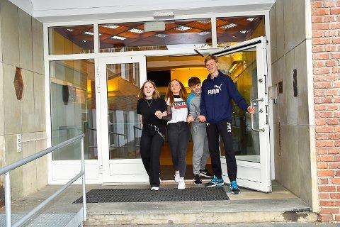 UT SKOLEDØRA FOR SISTE GANG: Thea Marlene Halvorsen, Liv Grete Kiesling, Christoffer Solberg og Syver Drolsum Klungsøyr er snart ferdige i tiendeklasse.