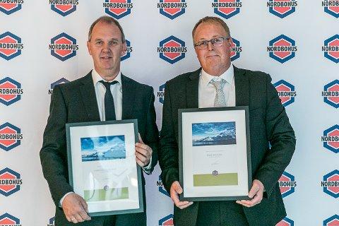 ÅRETS BESTE: Hans Aasmundrund (t.v) og Rune Haugen (t.h) er begge fra Nordbohus Modum og fikk henholdsvis prisen for Årets Beste selger EAT 2018 og Årets beste byggeleder 2018.