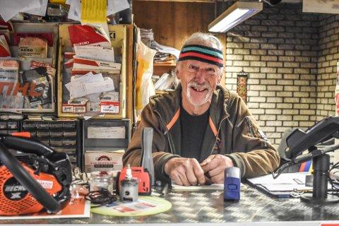 WALVATNE: 76 åringen holder fortsatt liv i butikken på Geithus.