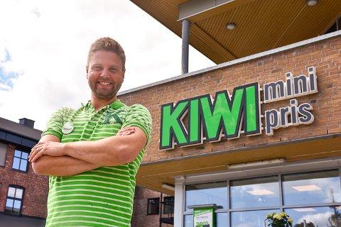 BUTIKKSJEF: Lennart Lindberg har vært butikksjef ved Kiwi Vikersund siden starten i 2009.