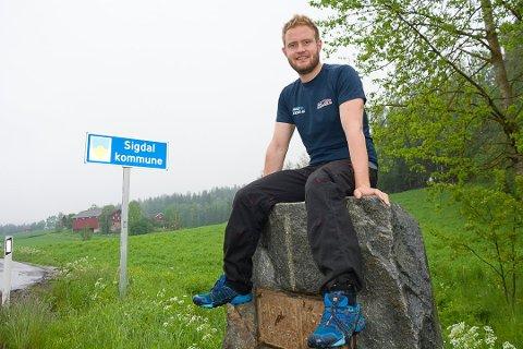 VIL HA 500 TOMTER: Henrik Fremgård (SP) mener det bør anlegges 500 boligtomter i  Sigdal. Dette får både Runolv Stegane (V) og Kjell Tore Finnerud (Ap) til å stille spørsmål til ordføreren i morgendagens kommunestyremøte.