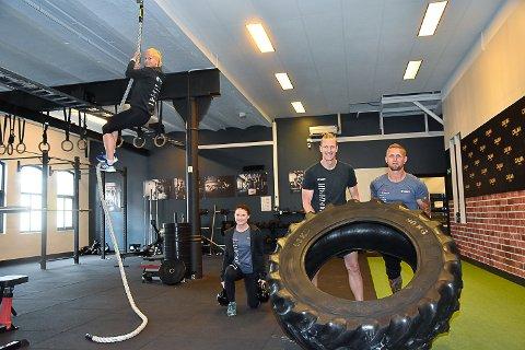 LAG 2: Kristin BK Sand, Mari Hoffart, Steffen Smejda og Pål Vegard Gulliksen.