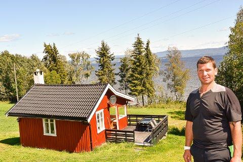 POPULÆRT:  Odd Øystein Myrvang Langegård leier ut hytta på Airbnb. Det har han ikke angret ett sekund på, og har nå bekjentskaper fra hele verden.