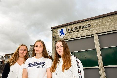MÅ BYTTE SKOLE: Ingrid Koch Nilsen, Malin Gulbrandsen og Celine Rammen Vordal syns det er trist at de ikke får fortsette skoleløpet sammen.