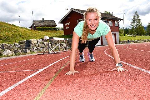 LØPEGLEDE: Lisa Erlanda Tangerud brenner for å hjelpe andre til å finne løpegleden. Et tips for at det skal bli lettere er å styrke kjernemuskulaturen.